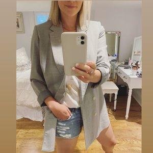 ARITZIA Talula Distressed Jean Shorts